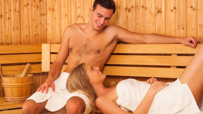 Порно женщины в бане в спальне на воде