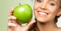 <b>Скидка до 72%.</b> Ультразвуковая чистка либо лечение кариеса одного или двух зубов сустановкой пломбы встоматологии «Зеленое яблоко»