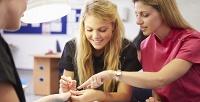 <b>Скидка до 51%.</b> Обучающий курс подепиляции или ногтевому сервису навыбор встудии обучения «Vобразе»