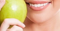 Ультразвуковая чистка зубов сфторированием иобучением гигиене полости рта встоматологии «Ваш стоматолог Немирова» (1120руб. вместо 5600руб.)