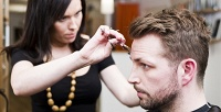 <b>Скидка до 71%.</b> Мужская или детская стрижка, окрашивание волос, стрижка бороды иусов отстудии красоты «Геламеда»
