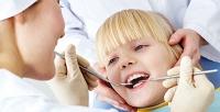 <b>Скидка до 77%.</b> Чистка полости рта или лечение кариеса для детей вклинике «Все свои»