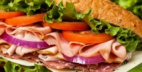 Сэндвичи, роллы или салаты вресторане быстрого питания Subway соскидкой50%