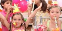 Проведение детского праздника спосещением игровой зоны, анимационной программой, музыкальным сопровождением, дискотекой иподарком вдетском клубе Holiday39 отстудии праздников Holiday (2950руб. вместо 5900руб.)