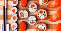 Суши, роллы, пицца, горячее, салаты идесерты отслужбы доставки «СушиСтарс»