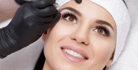 <b>Скидка до 74%.</b> Перманентный макияж губ, век или бровей навыбор либо лазерное удаление татуажа всалоне Familia