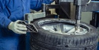 <b>Скидка до 55%.</b> Шиномонтаж 4колес автомобиля срадиусом диска отR14 доR18, заправка автокондиционера, правка литых дисков радиусом отR14 доR16, замена тормозных колодок, передних тормозных дисков в«Шинсервисе наЛесной»