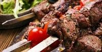 <b>Скидка до 41%.</b> Сет изшашлыка скартофелем или овощами намангале откафе «Шашлык уАдика»