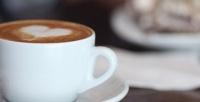 Комбонабор «Горячий напиток или смузи идомашний шоколад», «Ролл или сэндвич игорячий напиток» либо «Горячий напиток идесерт» вкофейне Panacota