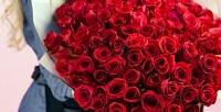 <b>Скидка до 89%.</b> Букет изроз, розы вшляпной коробке или букет изкустовых роз, гербер либо ирисов