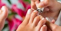 Медицинский педикюр спокрытием ногтей лечебным или цветным лаком всалоне красоты Lana Nesh (600руб. вместо 1200руб.)