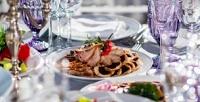 Новогодний банкет сразвлекательной программой в«Галерее ресторанов» вотеле гостиничного комплекса 7Avenue Hotel &SPA (2500руб. вместо 5000руб.)