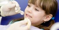 <b>Скидка до 65%.</b> Гигиена полости рта, лечение кариеса сустановкой пломбы или процедура фторирования для детей встоматологии «Арт»