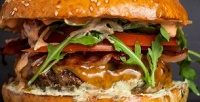 <b>Скидка до 50%.</b> Комбонабор сбургером или гамбургером откафе-стейк-бара BarBQ