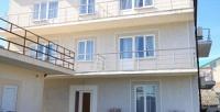 <b>Скидка до 52%.</b> Отдых вГеленджике напобережье Черного моря втрехместном номере сзаездом виюне или июле вгостевом доме «Ладья»