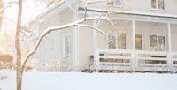 <b>Скидка до 40%.</b> Отдых вЛенинградской области вкоттедже ссауной икамином для компании до7человек набазе отдыха «Аврора Нахимовское озеро»