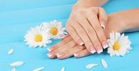 <b>Скидка до 51%.</b> Аппаратный или комбинированный маникюр ипедикюр спокрытием ногтей гель-лаком водин тон отсалона красоты «АннаМария»