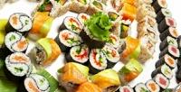 <b>Скидка до 50%.</b> Доставка всех сетов изнового меню всети суши-баров «Тунец» соскидкой50%