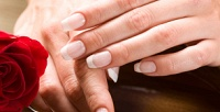 <b>Скидка до 51%.</b> Наращивание ногтей, классический или SPA-маникюр иSPA-педикюр cпокрытием идизайном ногтей либо без всалоне-парикмахерской «Бюро красивых услуг»