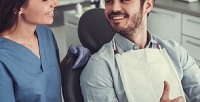 <b>Скидка до 71%.</b> Профессиональная чистка зубов или лечение кариеса любой сложности вклинике «Диадема»