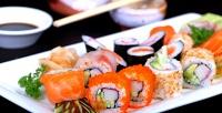 <b>Скидка до 50%.</b> Набор изроллов отслужбы доставки «Sushi.Есть»