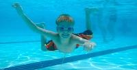 Посещение занятий поплаванию вбассейне «Эврика» (868руб. вместо 2020руб.)