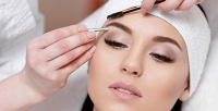 <b>Скидка до 55%.</b> Процедуры поуходу забровями иресницами, дневной или вечерний макияж встудии красоты «Бархат»