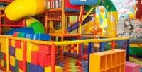 <b>Скидка до 52%.</b> 1час или безлимитное посещение детской игровой зоны сбатутами, настольными играми, фотозоной всемейном развлекательном кафе «Лето»