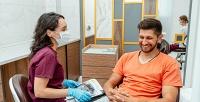 <b>Скидка до 72%.</b> Комплексная чистка зубов или лечение кариеса встоматологии «Zubы &Gubы»