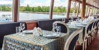 <b>Скидка до 65%.</b> Прогулка поМоскве-реке синтерактивной экскурсией, обедом, ужином или без натеплоходе класса люкс спанорамным обзором Notte Bianca