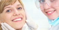 <b>Скидка до 71%.</b> Протезирование зубов, изготовление иустановка съемного протеза либо лечение кариеса сустановкой пломбы вклинике «Новодент»