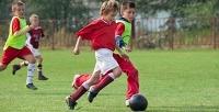 Тренировки для ребенка от3до11лет вфутбольной школе «Юниор». <b>Скидкадо54%</b>