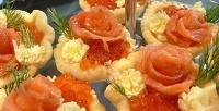 Праздничные фуршетные сеты «Французский с икрой», «Сэндвич», «Фруктовый» и другие с доставкой в компании Miss & Mr Catering. <b>Скидка50%</b>