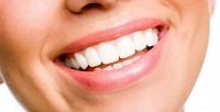 Чистка, экспресс-отбеливание зубов или установка светоотверждаемой пломбы вклинике «Пять звезд». <b>Скидкадо90%</b>