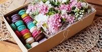 Цветочная коробка сосладостями навыбор вмастерской «Ежевика». <b>Скидка50%</b>