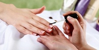 Классический или аппаратный маникюр и педикюр смассажем рук в центре красоты «Аvантаж». <b>Скидкадо85%</b>