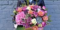 Композиции вшляпных коробках, букеты роз идругие цветы вкомпании Mary J Mall. <b>Скидкадо62%</b>
