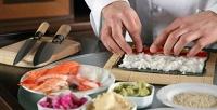 Посещение мастер-класса для одного либо двоих вшколе суши-мастерства «Суши повар». <b>Скидкадо78%</b>