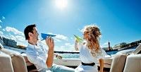 Романтическая прогулка с программой и ужином на теплоходе 8 марта с компанией SilverShip. <b>Скидкадо54%</b>