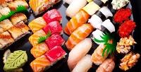Всё меню, включая суши, роллы, горячие блюда, пиццу имногое другое вслужбе доставки «Суши Мэн». <b>Скидка50%</b>