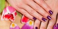 <b>Скидка до 72%.</b> Маникюр ипедикюр спокрытием навыбор или гелевое наращивание ногтей всалоне красоты BlackWhite