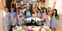 <b>Скидка до 79%.</b> Посещение кулинарного мастер-класса отизвестных поваров ифуд-блогеров для одного или двоих вКулинарной Студии DELI