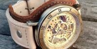 Механические часы-скелетоны соткрытым механизмом нашироком ремешке изнатуральной кожи вподарочной упаковке (4958руб. вместо 6198руб.)