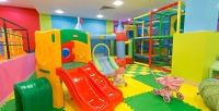 <b>Скидка до 57%.</b> Разовое посещение игровой комнаты или абонемент отдетского центра «Радужный жираф»