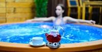 <b>Скидка до 55%.</b> Празднование Нового года для двоих посистеме «всё включено», спраздничной шоу-программой ипосещением бани сгорячим уличным гидромассажным бассейном вотеле Chalet Country Club