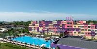 <b>Скидка до 32%.</b> Отдых вАнапе вномере категории стандарт или трехместный посистеме «всё включено» вотеле Fioleto All Inclusive Family Resort оттурагенства «Улетное»