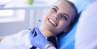 <b>Скидка до 89%.</b> Гигиена полости рта, отбеливание зубов потехнологии Amazing White или лечение поверхностного кариеса сустановкой пломбы встоматологической клинике «Ренессанс»