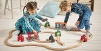 <b>Скидка до 52%.</b> До5часов игры сигрушечной железной дорогой всети детских игровых площадок Brio