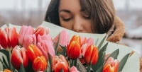 <b>Скидка до 59%.</b> Букеты изтюльпанов, роз, хризантем, цветочные композиции кпразднику