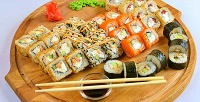 <b>Скидка до 50%.</b> Сет роллов Rio или «Очень вкусный» отсети кафе японской кухни «Японец»